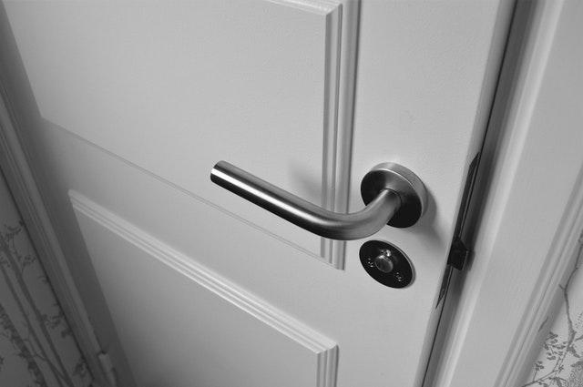 Waarom kiezen voor RVS deurkrukken?